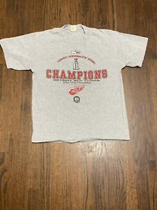 NWT-2002-DETROIT-RED-WINGS-STANLEY-CUP-CHAMPIONS-LOCKER-ROOM-EDITION-T-SHIRT-LG