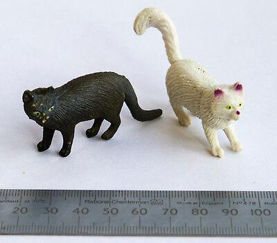 2 Piccoli Gatti In Plastica Made In China-mostra Il Titolo Originale