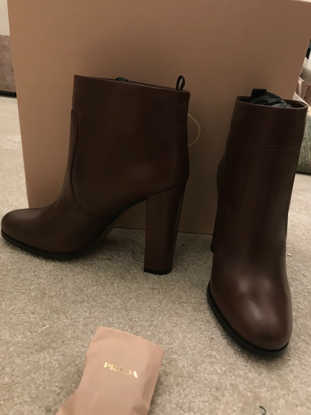 Grandes zapatos con descuento Prada Boots 100% authentic brand new brown heeled boots