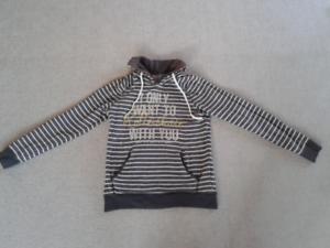 huge selection of 28c17 79475 Details zu Dunkelgrau, weiß geringelter Pullover mit Aufdruck, Größe S,  Damen, Only
