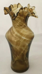 Vintage-Hand-Blown-art-Glass-Vase-Amber-Swirl-With-A-Scalloped-Edge