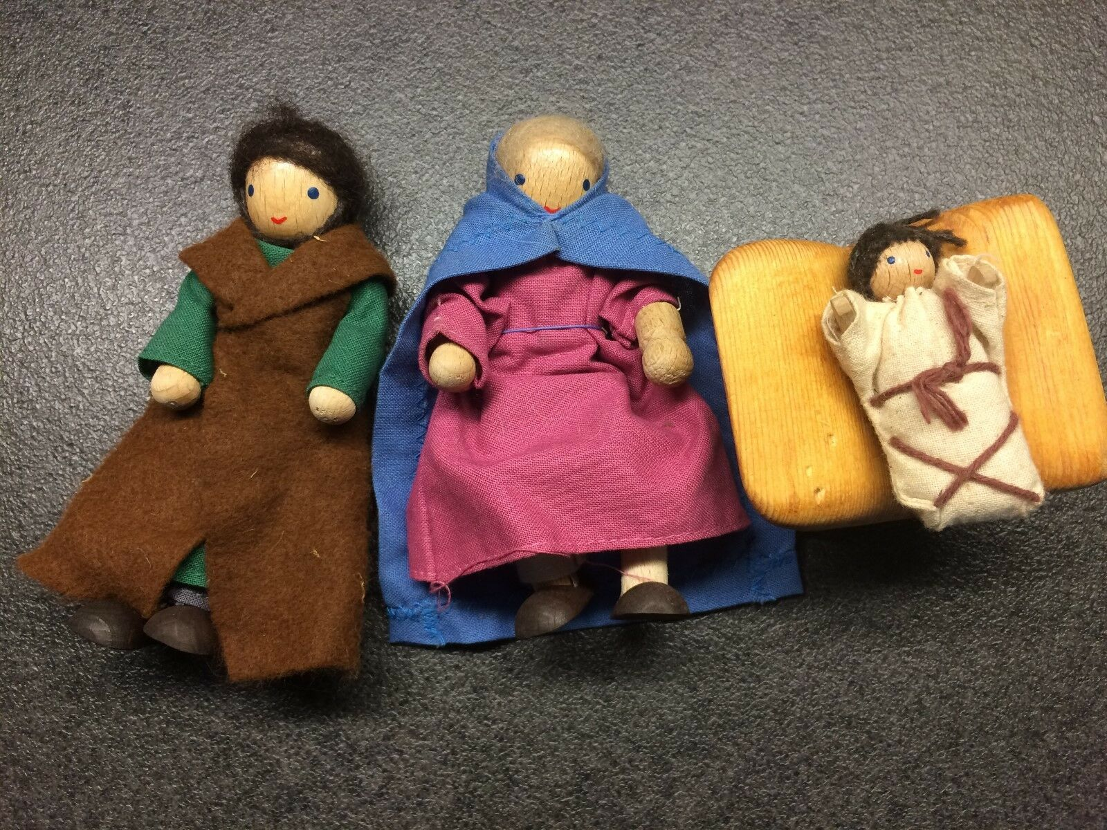 Krippenfiguren (kindgerecht) aus Holz, 19 teilig, vom Handwerkermarkt NP 250,-