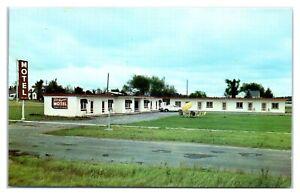 1960s-Lake-Hayward-Motel-Hayward-WI-Postcard-5U2