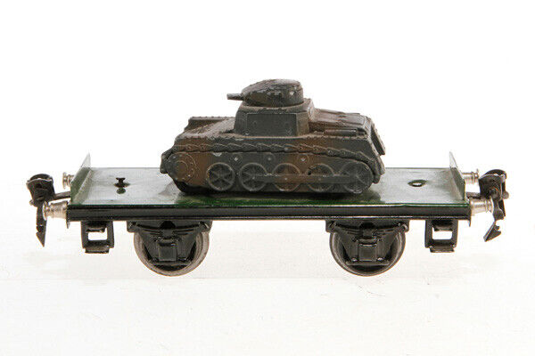 J02V  Vintage marklin O Gauge Platform Wagon with Panzer Tank 1770