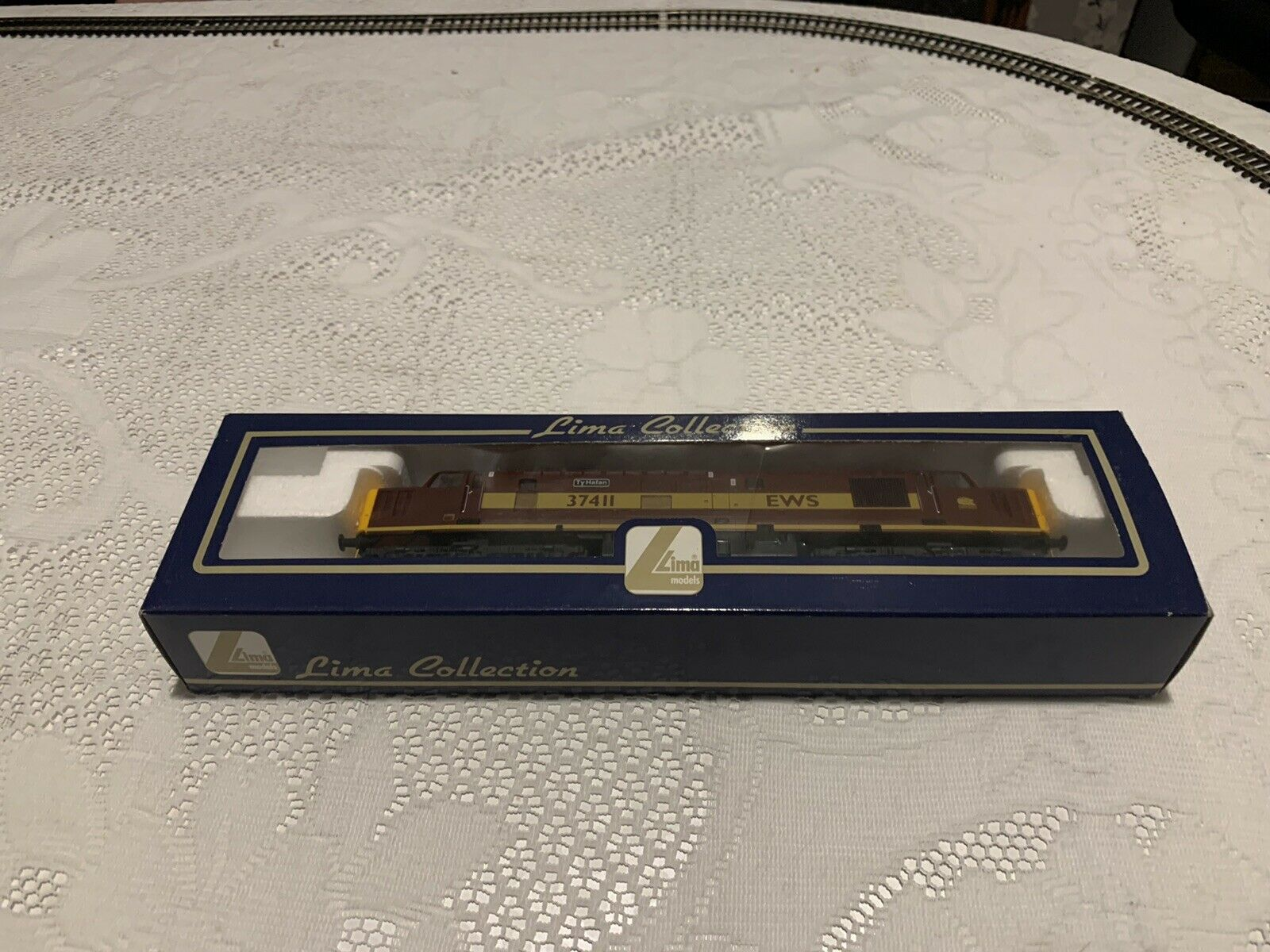 Lima L204762 classe 37 rn 37411 'Ty Hafan' EWS maroon sno mint scatolaed cond