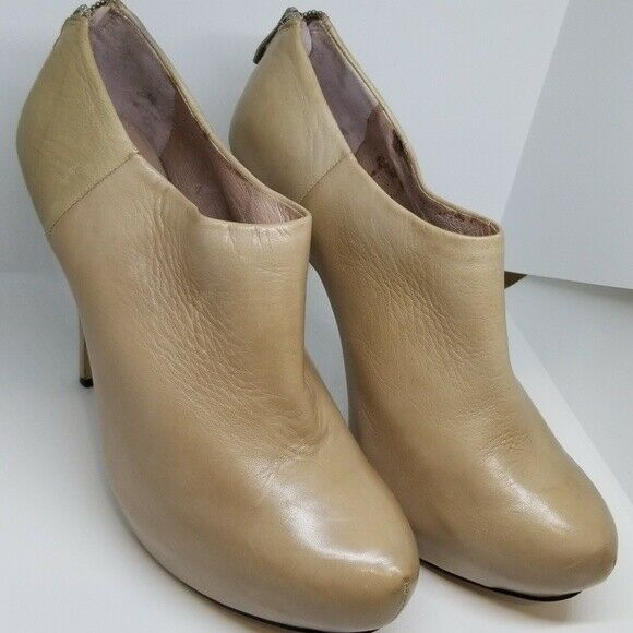 Vince Vince Vince Camuto Jerrell tan booties with zip 8.5B 9e22e8