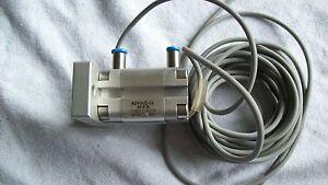 Festo Zylinder, ADVULQ-12-10-P-A, 156673, mit Näherungsschaltern - Bad Aibling, Deutschland - Festo Zylinder, ADVULQ-12-10-P-A, 156673, mit Näherungsschaltern - Bad Aibling, Deutschland
