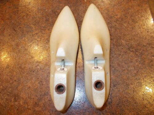 VINTAGE PAIR WOMENS SHOE FORMS//LASTS STERLING SIZE 5 B CORA FROM 1966