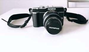 Olympus-PEN-E-PL1-Kit-di-16-1Mpx-Camera-Digitale-e-Obiettivo-14-42mm-EZ-Nera