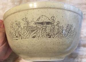 Pyrex Mushroom Forest Fancies Oven Microwave 403 Glass Bowl  Vintage 2.5L