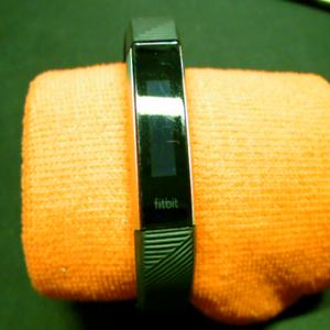 FitBit Alta HR S Fitness-Tracker Herzfrequenztechnologie OLED-Touchscreen Yw