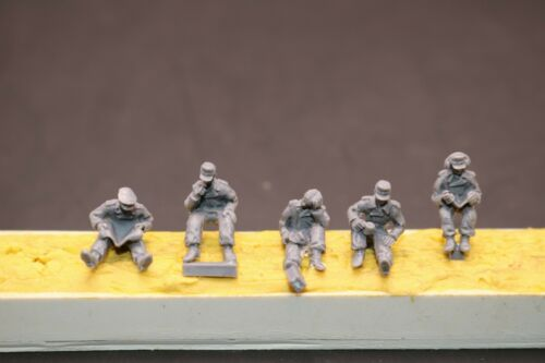1//72 Resin German 5 Tankers at Rest Unassembled Unpainted XH014