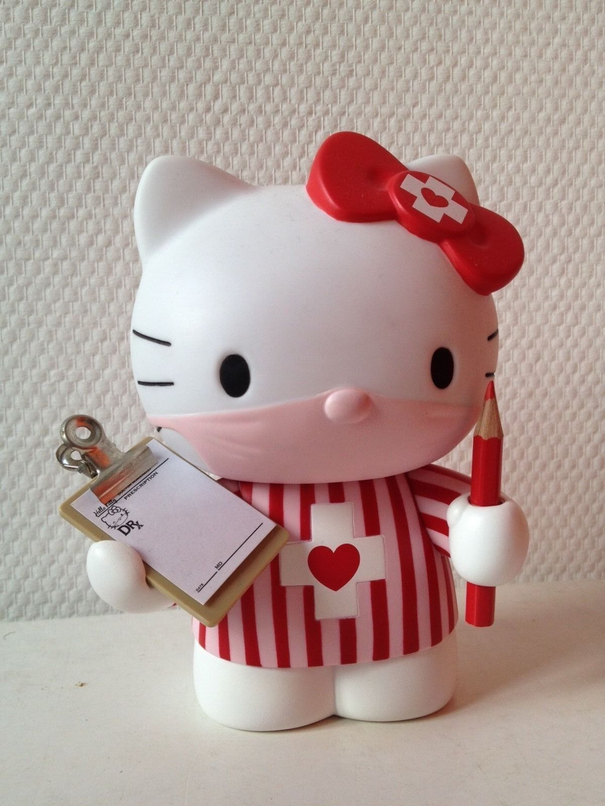 Hello Kitty Medicom Medicomtoy Dr Romanelli VCD Collectible Vinyl Candy Sanrio