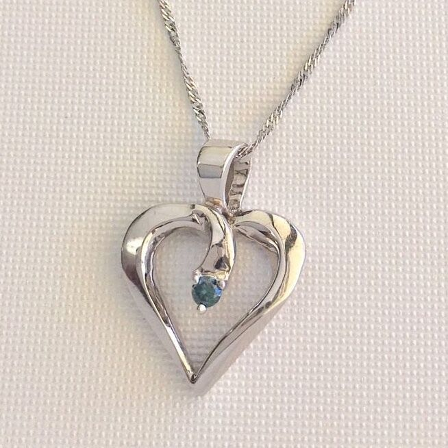 Gorgeous Valentine 10KWG gold w bluee Diamond open heart with 18  chain included.