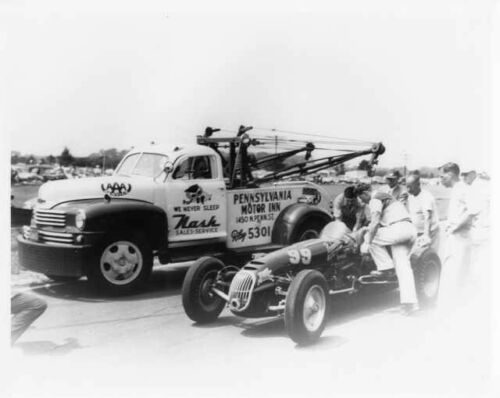 1949 Nash Wrecker Tow Truck Next to 1951 Belanger Motors Special Photo 0021