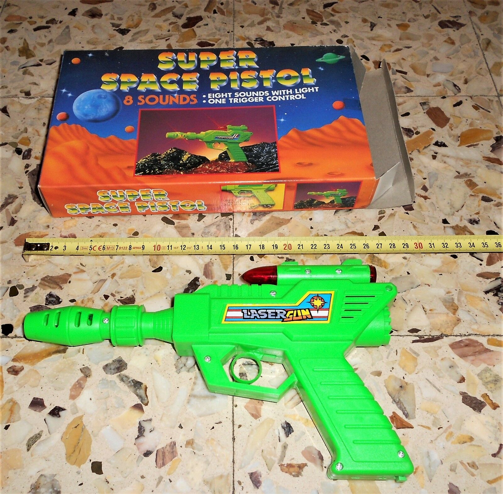 TIN TOY SPACE PISTOL LASER GUN  8 SOUND WITH LIGHT PLASTIC MIB VINTAGE