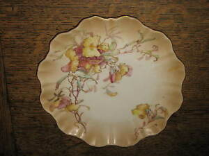 LOVELY-DOULTON-BURSLEM-PLATE-DELICATE-FLOWER-DESIGN-ART-NOUVEAU
