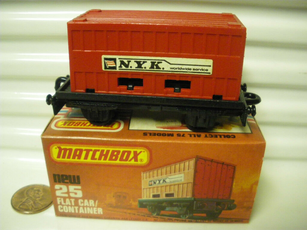 LESNEY MATCHBOX 1977 MB25C RED NYK CONTAINER FLAT CAR C9 MINT IN NEW MINT BOX