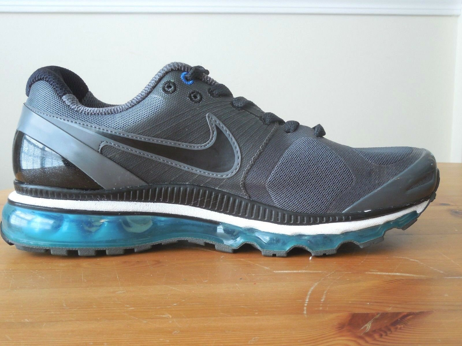 Nike AIR MAX 2010 Mens 386368 010 (10, BlackBlack Electric
