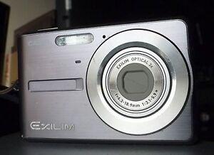 Casio-EXILIM-ZOOM-EX-Z12-7-2-MP-Digitalkamera-Grau