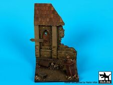 Black Dog 1/35 Ruined House Section Vignette / Diorama Base (90mm x 90mm) D35066