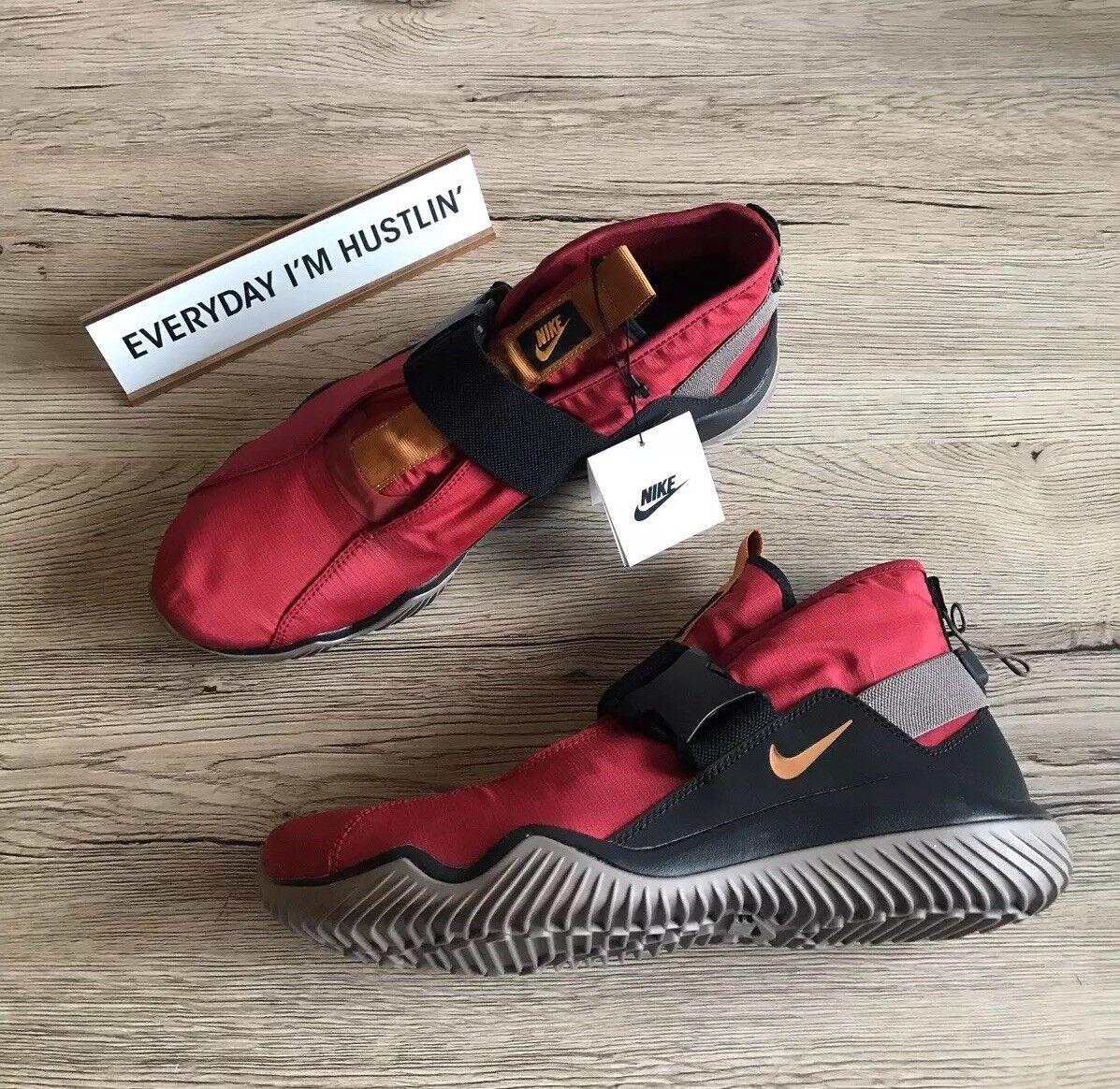 NWT Nike Komyuter ESS Sneakers, AQ8141600
