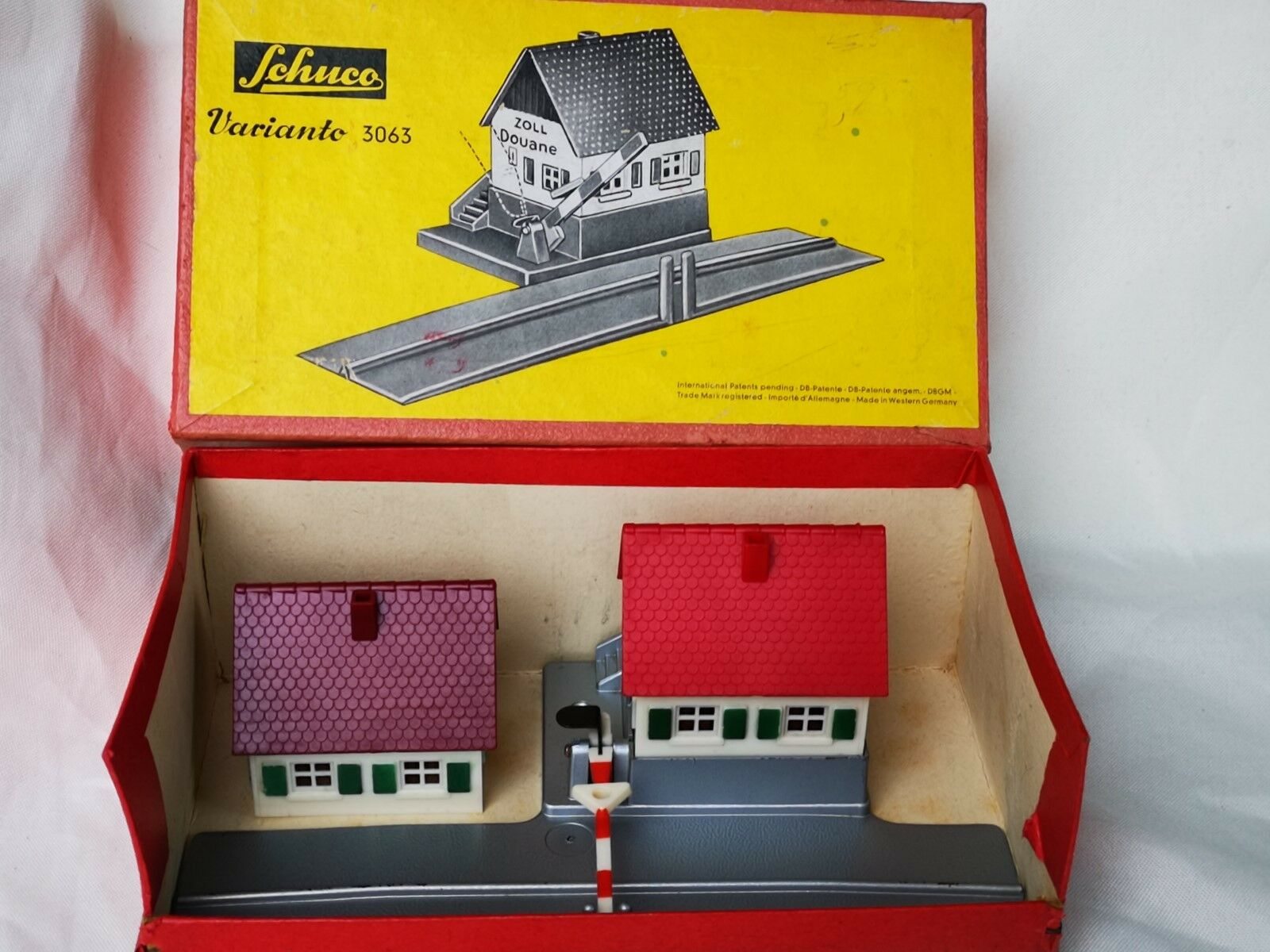 Schuco Varianto 3063 Zollhaus   Toll House Boxed