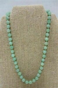 Very-Beautiful-Jadeite-Individually-Knotted-Beads-Necklace