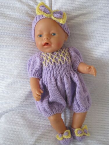 """Bambole vestiti HAND KNIT PATTERN /""""Deidre/"""" adattata alle dimensioni 16-18/"""" bambole HKD616"""