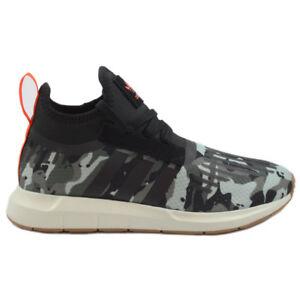9e47d2be0d7d4 Das Bild wird geladen Adidas-Herren-Winter-Sneaker-Swift-Run-Barrier-TraCar-