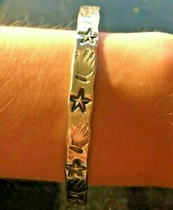 Taxco-sterling-silver-bracelet-from-Mexico-6mm-wide-19g-hands-amp-stars-pattern