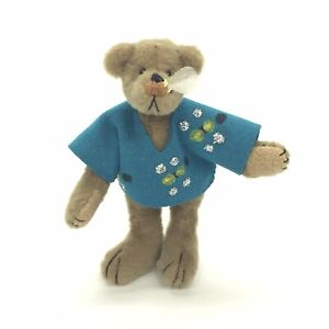 Mini-Teddy-Bear-With-Bee-On-Nose-Sting-3-034-Fully-Jointed-Felt-Shirt-Little-Gem