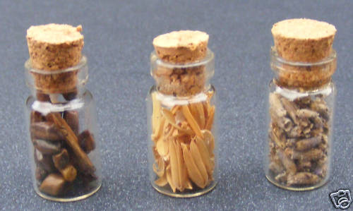 1:12 Scale 3 Full Spice Jars Tumdee Dolls House Miniature Kitchen Food G1079