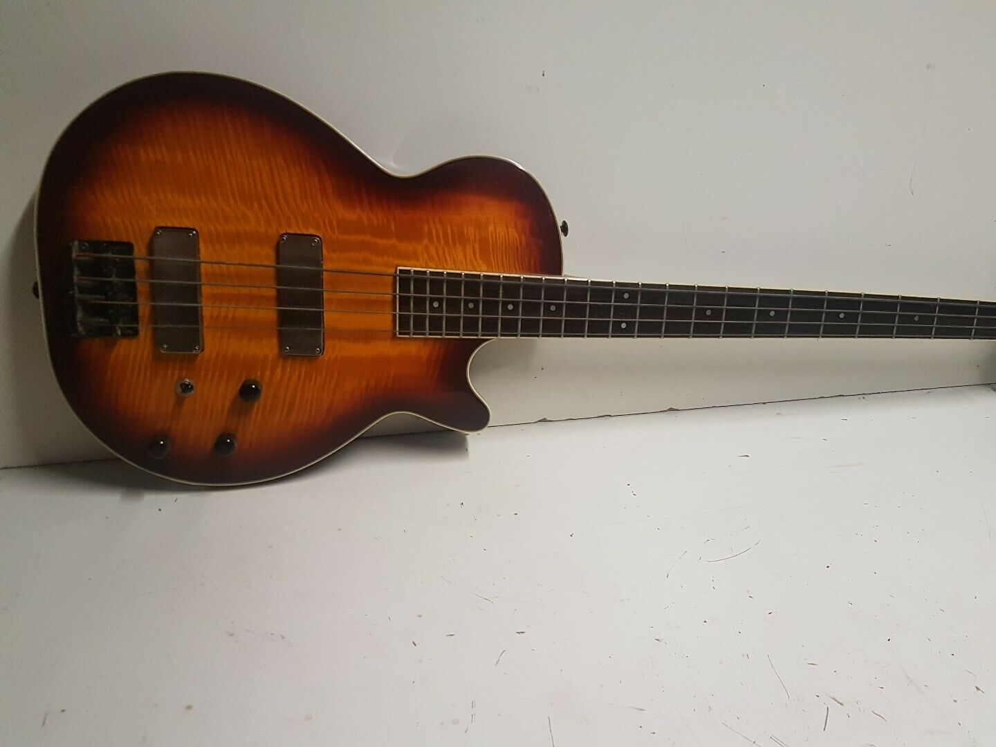 Image 91 - 90-039-s-WASHBURN-Flamed-Maple-Top-Bass-Active