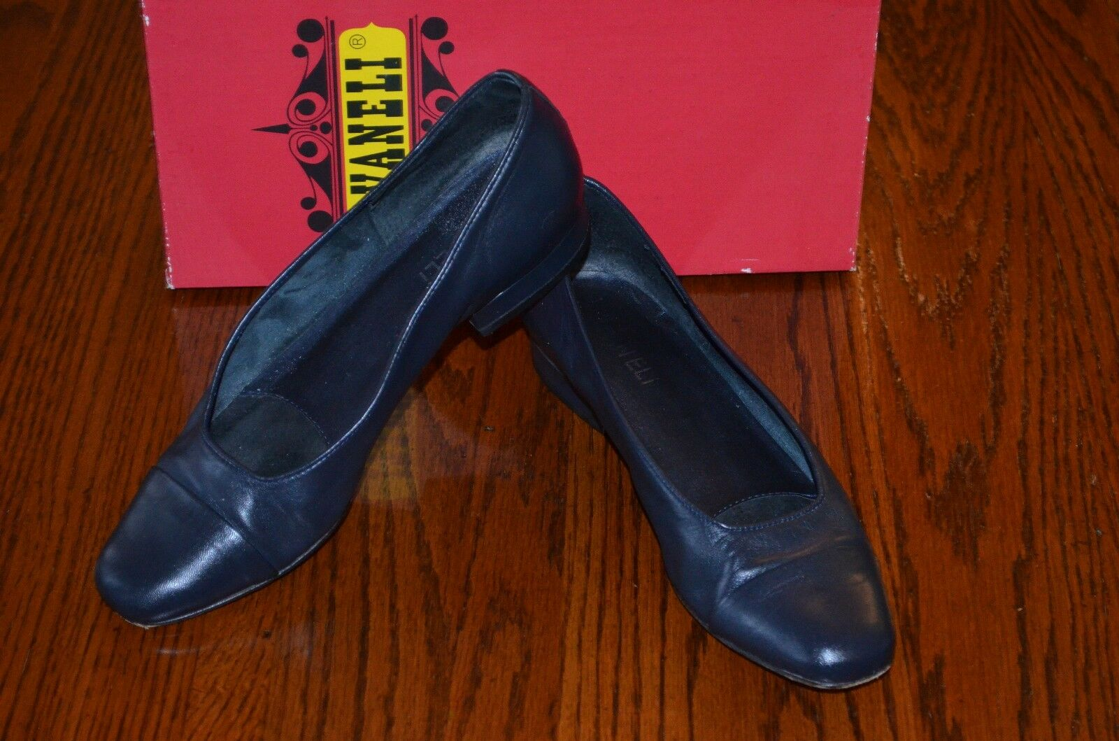 VANELI Women's Navy Nappa  59848 Low Heel Loafers SZ 7 M - Excellent IOB