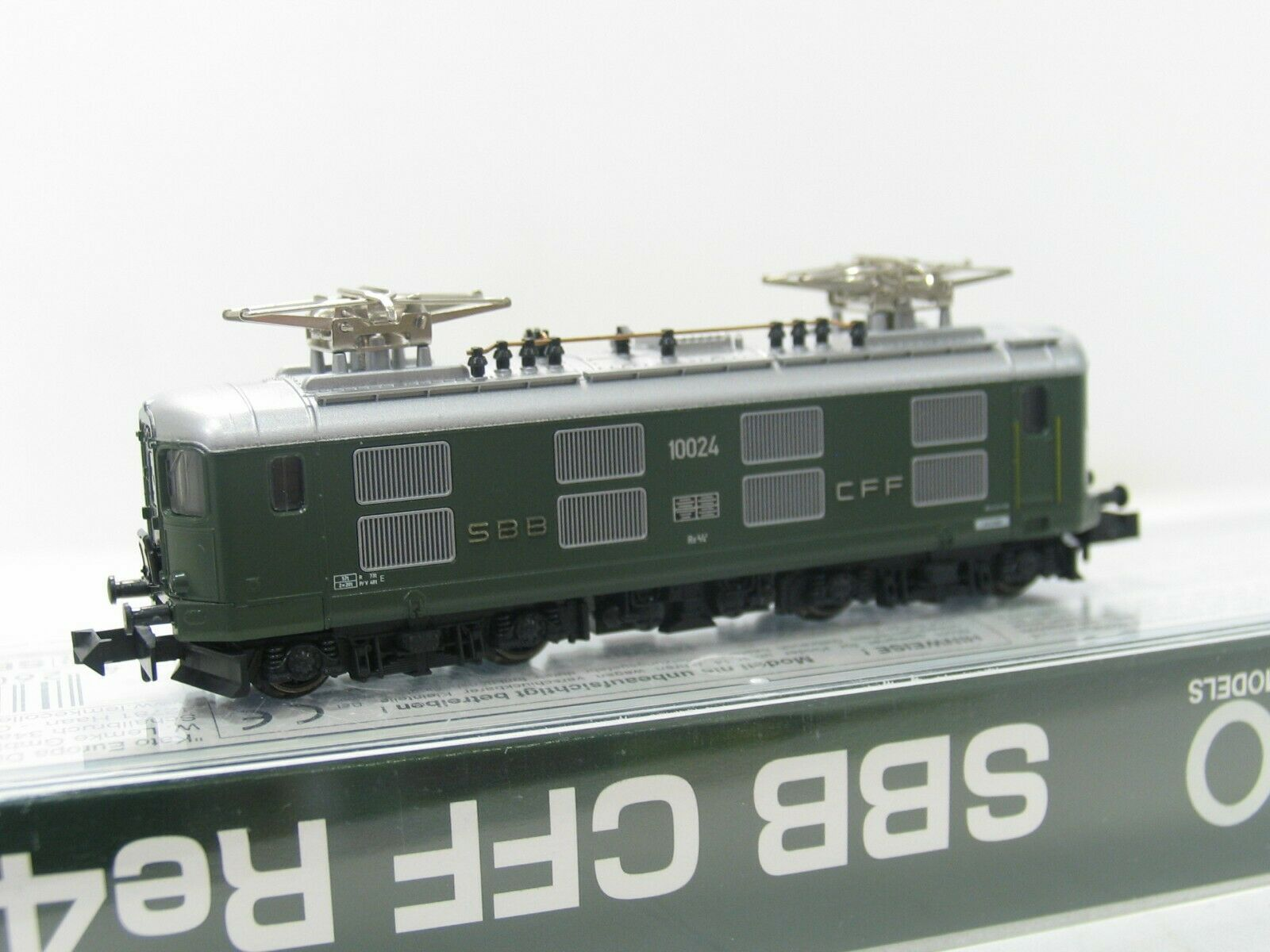 Kato 11603 E-Locomotive Series Re 4 4  10024  Green SBB NH214