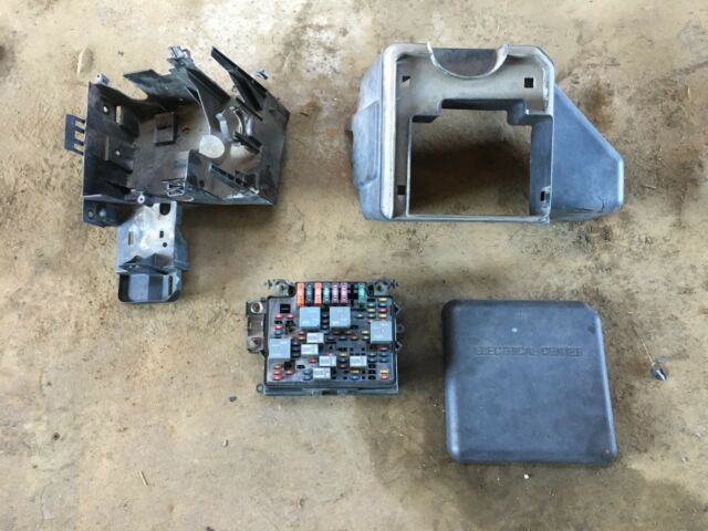 1999 Chevy Silverado 1500 Pick Up Truck 5 3l V8 At 4x4 Fuse Box Tower Cover