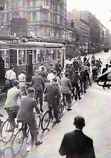 Ansichtskarte: Fahrrad - Fahrer und Straßenbahn, Berlin 1935, Reprint