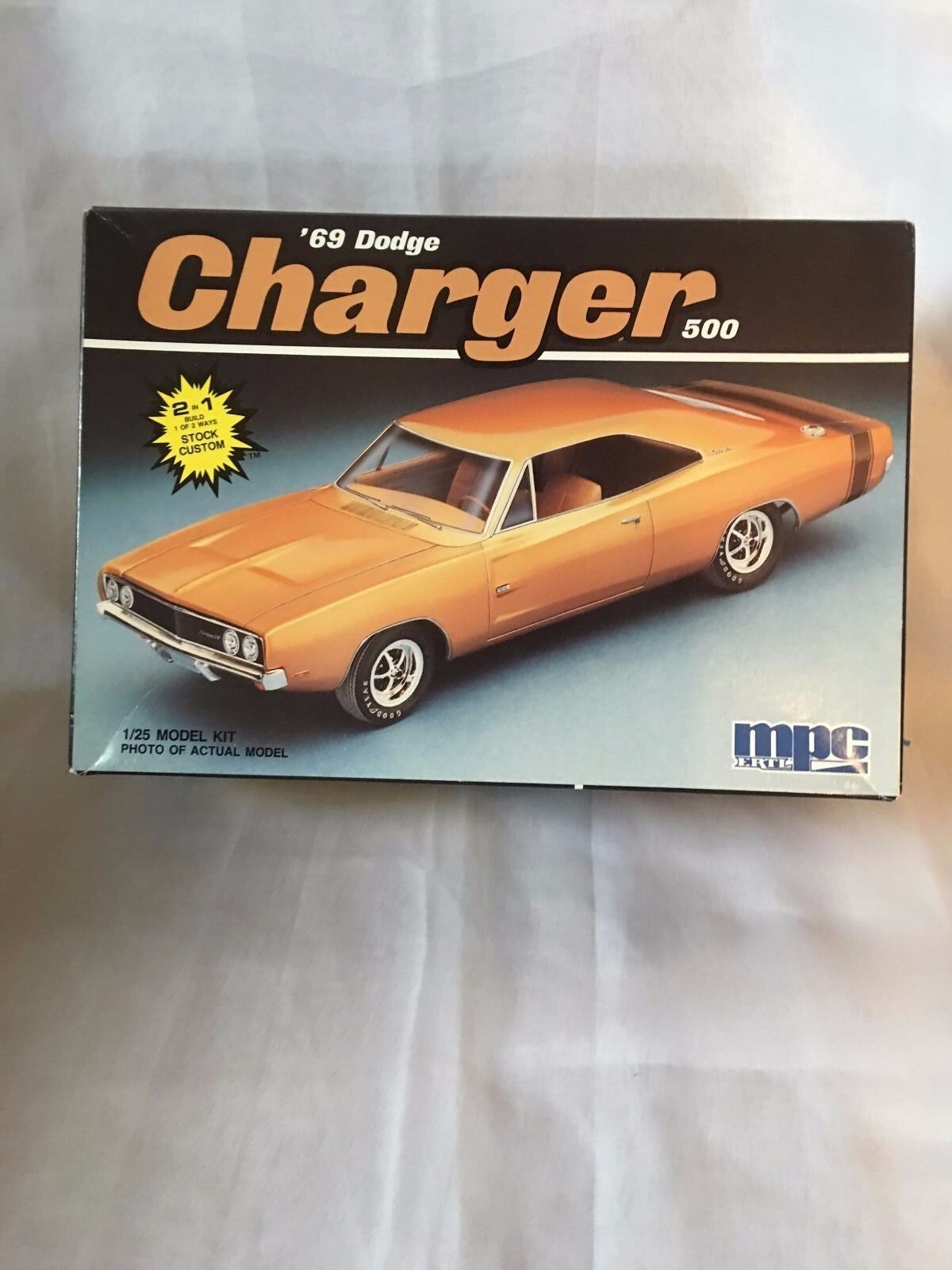 CHARGER '' 69'' DODGE RARE '' USE'' THIS IS  A  CLASSIC CAR OWN PART OF HISTORY