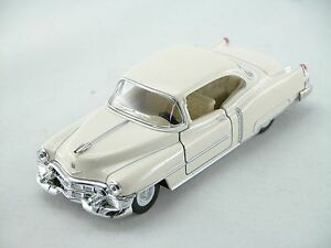 Kinsmart 1953 Cadillac Series 62 Coupe Scale 1:43 (White) Die Cast Collectable