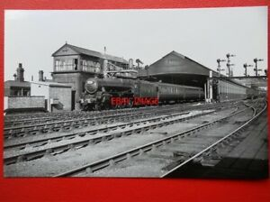 PHOTO  LMS BLACK FIVE LOCO NO 45441 WITH DOWN EXPRESS AT RUGBY RAILWAY STATION - Tadley, United Kingdom - Full Refund less postage if not 100% satified Most purchases from business sellers are protected by the Consumer Contract Regulations 2013 which give you the right to cancel the purchase within 14 days after the day you receive th - Tadley, United Kingdom