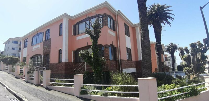 Tamboerskloof-Avail Immed or 1st October -Upgraded 3 Rmed Flats in Secure Small Blk-Fibre