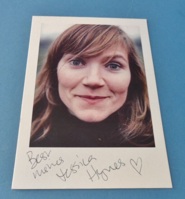JESSICA HYNES GENUINE SIGNED AUTOGRAPH 6x4 PHOTO CARD ROYLE FAMILY DR WHO + COA