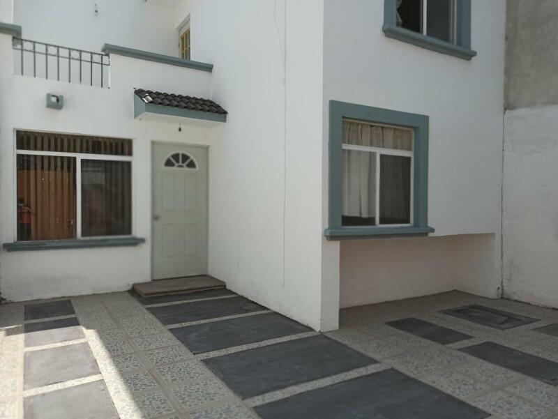 Casa en renta 3 recamarás y 3 baños Fraccionamiento Brisas del Lago León Gto.