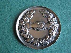 Zubehoer-Verzierung-fuer-Pokal-Auszeichnung-Ehrungen-Plakette-2-reichende-Haende