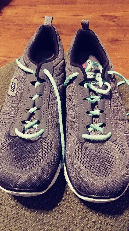 BRAND New Womens Skechers Skech Knit Walking shoes SIZE 11