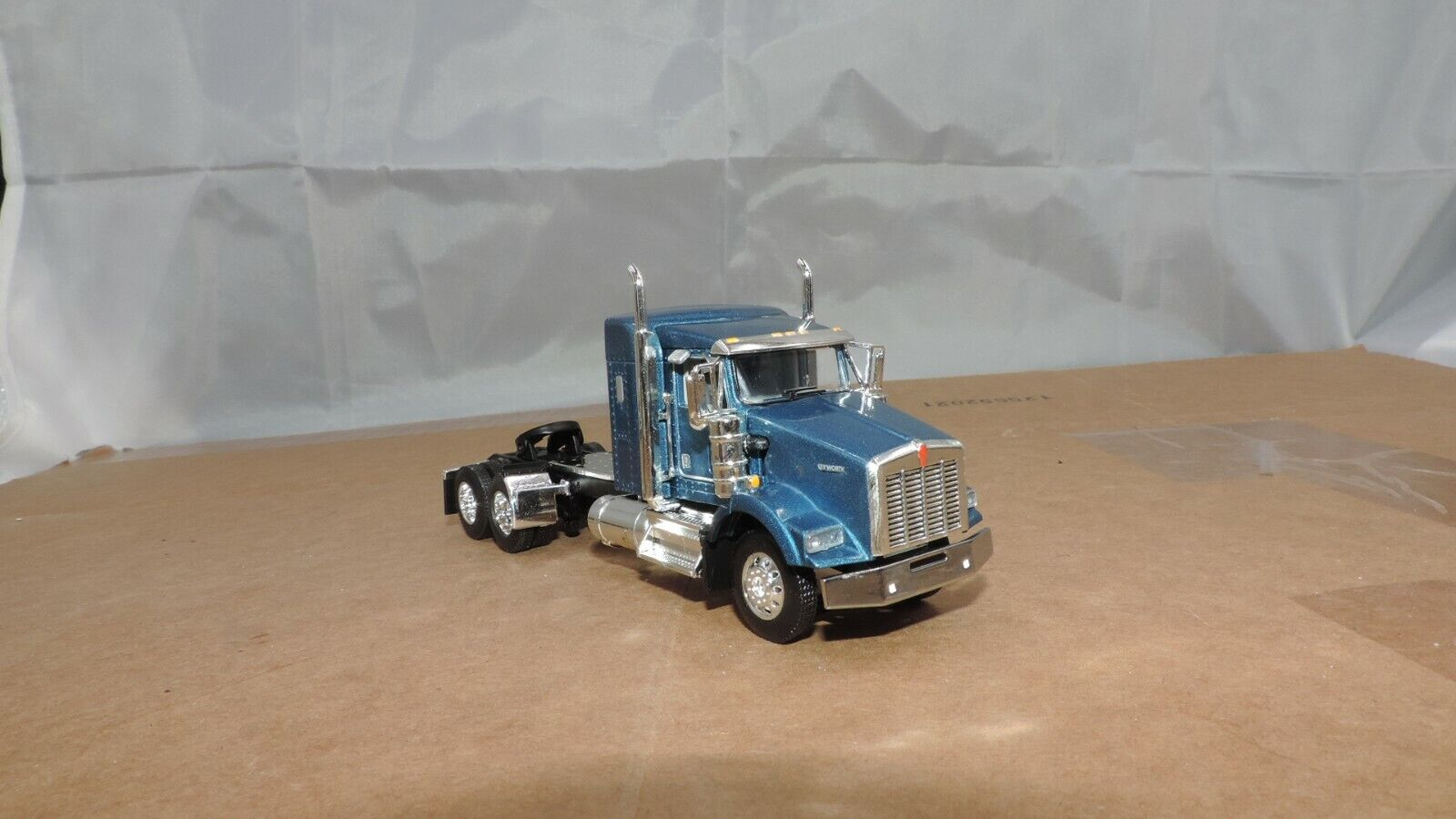 1 64 Dcp Blau Kenworth T800 38 aero sleeper tractor new no box