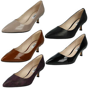 8a58da00940 LADIES CLARKS LEATHER POINTED TOE KITTEN HEEL SLIP ON COURT SHOES ...