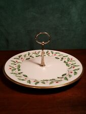 LENOX HOLLY AND BERRY HOLIDAY PATTERN SINGLE SERVER WITH CENTER HANDLE