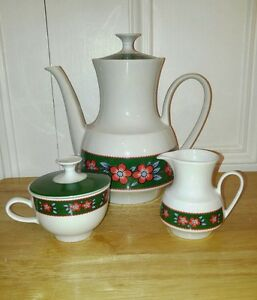 Winterling-Marktleuthen-Bavaria-Retro-Teapot-Creamer-and-Sugar-Set-Red-Flowers